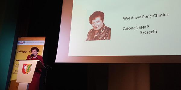 Przemówienie Wiesławy Penc-Chmiel wtrakcie Konferencji Nauczycieli Polonistów iBibliotekarzy 2019